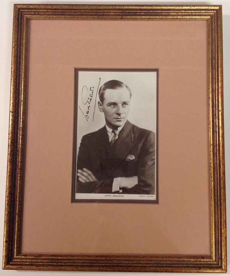Framed Signed Photograph. John GIELGUD, 1904 - 2000.