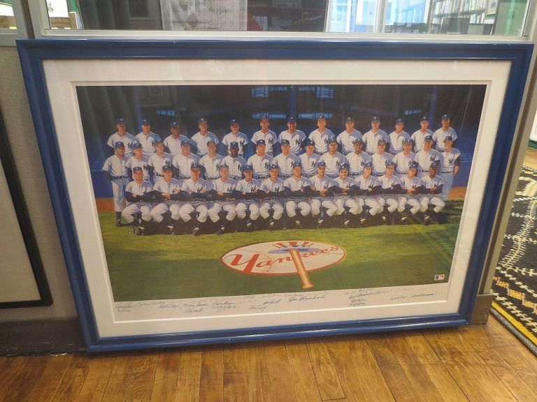 Limited Edition Poster signed by 33 players and coaches. 1961 NEW YORK YANKEES.