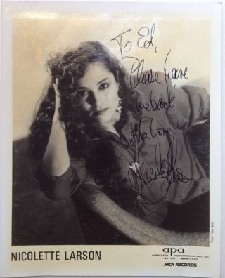 Inscribed Photograph. Nicolette LARSON, 1952 - 1997