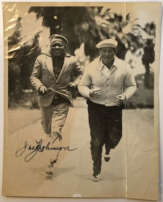 Incredible signed photograph. Jack JOHNSON, 1878 - 1946.