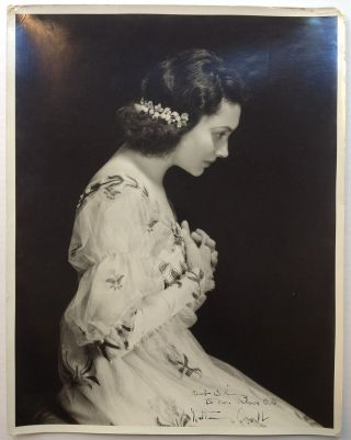 Inscribed Vintage Photograph. Katharine CORNELL, 1893 - 1974